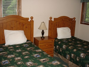 two twin beds in lodging unit